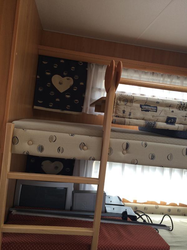 wohnwagen b rstner ventana 530 tk mit kinderzimmer u ganzjahresvorzelt adelsdorf wohnwagen. Black Bedroom Furniture Sets. Home Design Ideas