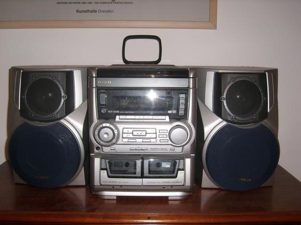aiwa kompakt stereoanlage mit 2 boxen in br hl stereoanlagen t rme kaufen und verkaufen ber. Black Bedroom Furniture Sets. Home Design Ideas