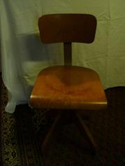 Alter Bürodrehstuhl aus