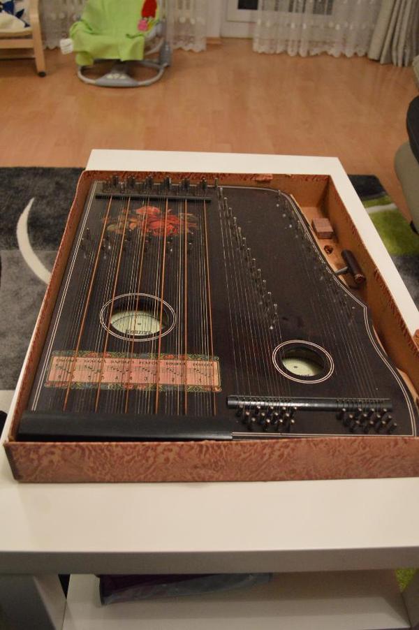 antikes zupfinstrument
