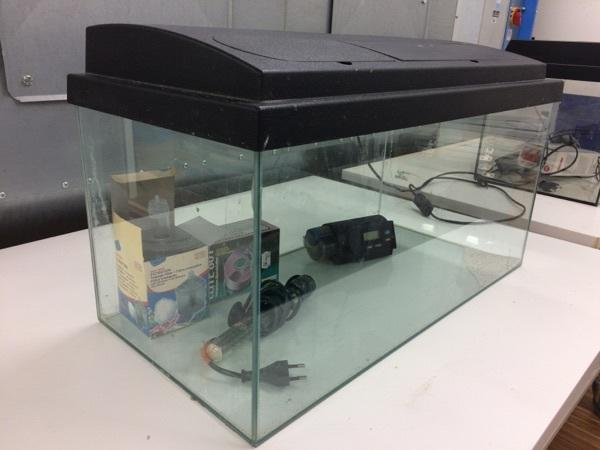 Aquarium mit abdeckung kaufen gebraucht und g nstig for Aquarium abdeckung