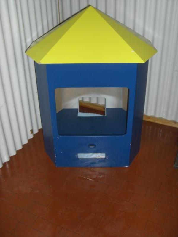 au ergew hnliche holz villa f r haustiere hunde katzenhaus tier villa in neustadt. Black Bedroom Furniture Sets. Home Design Ideas