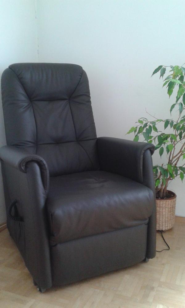 automatischer sessel mit fernbedienung in lustenau polster sessel couch kaufen und verkaufen. Black Bedroom Furniture Sets. Home Design Ideas
