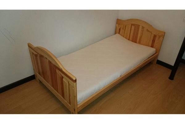 babybett umbaubar zum kinderbett 140x70 kiefer massiv in n rnberg wiegen babybetten. Black Bedroom Furniture Sets. Home Design Ideas