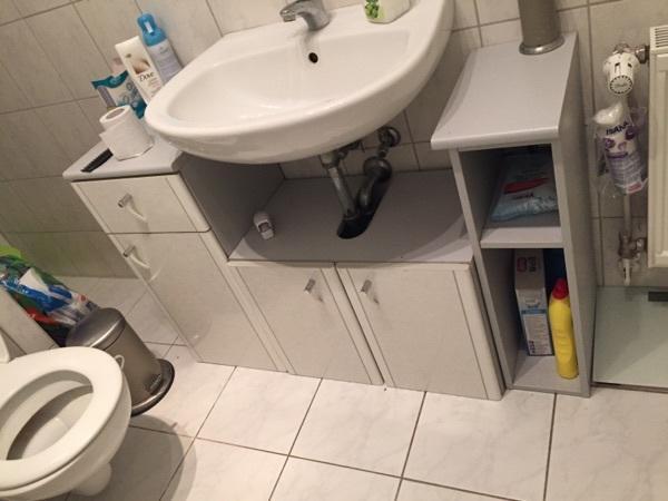 badm bel hellgrau mit wandspiegel und unterschrank in berlin bad einrichtung und ger te. Black Bedroom Furniture Sets. Home Design Ideas