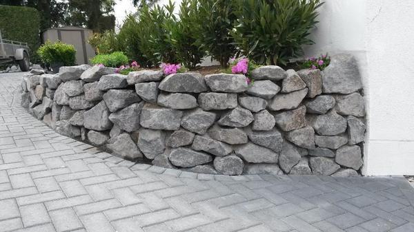 basalt natursteine trockenmauer bruchsteine. Black Bedroom Furniture Sets. Home Design Ideas