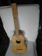 besonders kleine Gitarre