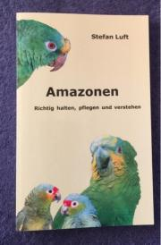 Buch über Papageien/