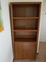 Bücherregal. Holz mit