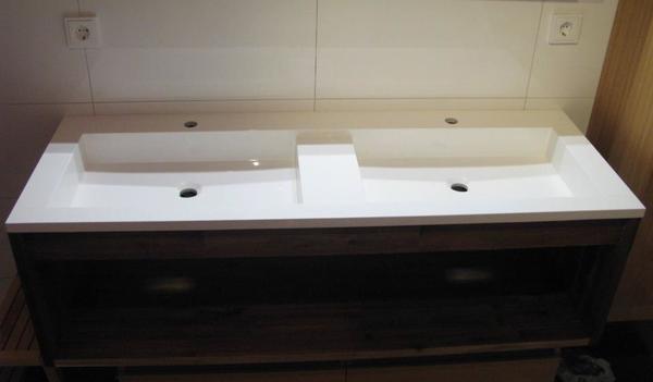 doppelwaschbecken mit unterschrank in m nchen bad. Black Bedroom Furniture Sets. Home Design Ideas