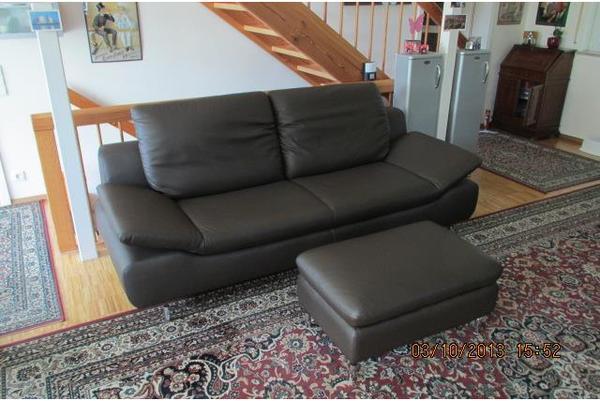 edle design ledercouch mit passendem fu hocker in vaihingen polster sessel couch kaufen und. Black Bedroom Furniture Sets. Home Design Ideas
