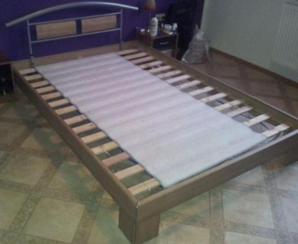 einzelbett mit lattenrost und matratze in bergrheinfeld betten kaufen und verkaufen ber. Black Bedroom Furniture Sets. Home Design Ideas