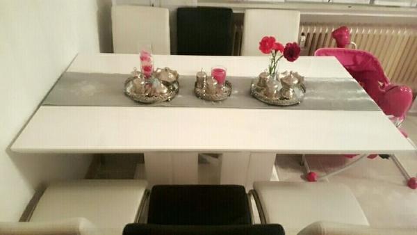 esstisch aus hochglanz mit 4 wei en und 2schwarzen st hlen keine poco ware. Black Bedroom Furniture Sets. Home Design Ideas