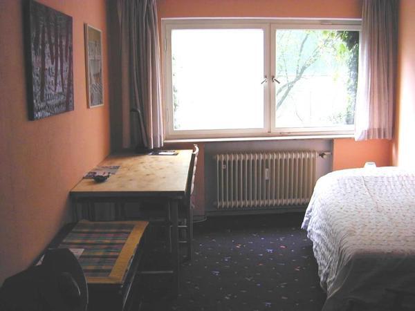 fellbach osten v stuttgart westen v waiblingen nettes m bliertzimmer in 2 zi wohnung. Black Bedroom Furniture Sets. Home Design Ideas