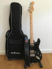 Fender Stratocaster Fender Blacktop Stratocaster® HH Black (2012) inkl. Ledergurt, Gigbag und K&M Ständer! Steht seit ... 499,- D-76889Niederotterbach Heute, 14:52 Uhr, Niederotterbach - Fender Stratocaster Fender Blacktop Stratocaster® HH Black (2012) inkl. Ledergurt, Gigbag und K&M Ständer! Steht seit