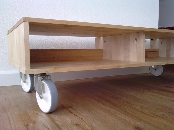 fernsehtisch couchtisch auf rollen wie neu neupreis 89 00 euro farbe birke kleinanzeigen aus. Black Bedroom Furniture Sets. Home Design Ideas