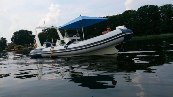 festrumpf schlauchboot motorboot valiant vanguard 750 zu verkaufen in berlin motorboote kaufen. Black Bedroom Furniture Sets. Home Design Ideas