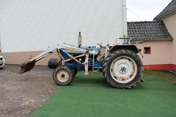 ford 4000 traktor schlepper frontlader in langenhahn traktoren landwirtschaftliche fahrzeuge. Black Bedroom Furniture Sets. Home Design Ideas