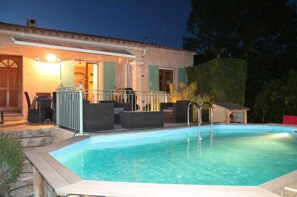 frankreich villa mit pool f r 8 personen in berlin ferienh user wohnungen kaufen und. Black Bedroom Furniture Sets. Home Design Ideas