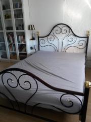Französisches Bett, dunkelrot