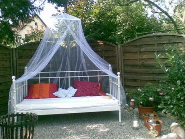 garten gartenbett bett f r den garten in wendelstein gartenm bel kaufen und verkaufen ber. Black Bedroom Furniture Sets. Home Design Ideas