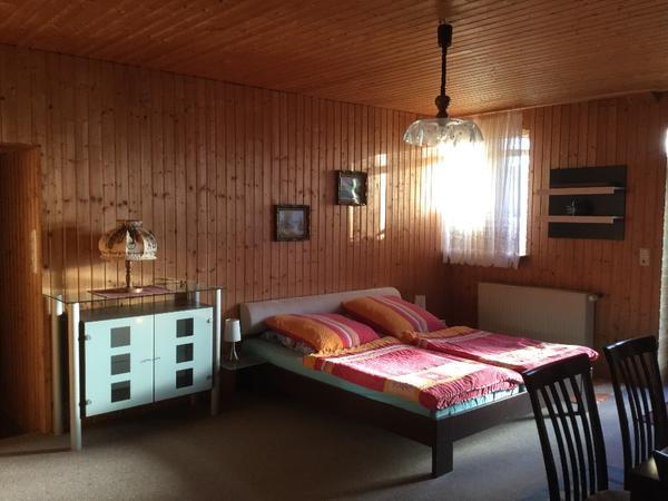 gem tliche rustikale voll m blierte 50 qm wohnung eg in guttenberg vermietung 1 zimmer. Black Bedroom Furniture Sets. Home Design Ideas