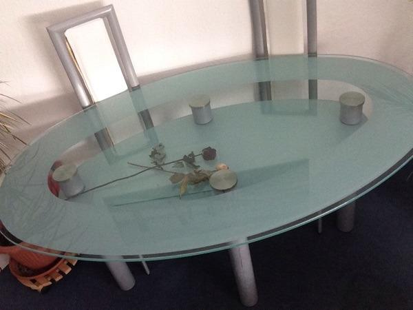 verkauft wird ein glastisch in gutem zustand inklusive 4 wei en lederst hlen nur an. Black Bedroom Furniture Sets. Home Design Ideas