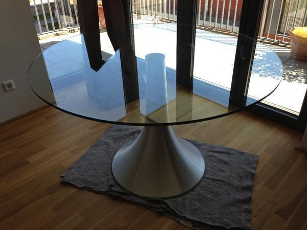 runder glastisch esstisch mit modernem metallfuss in. Black Bedroom Furniture Sets. Home Design Ideas