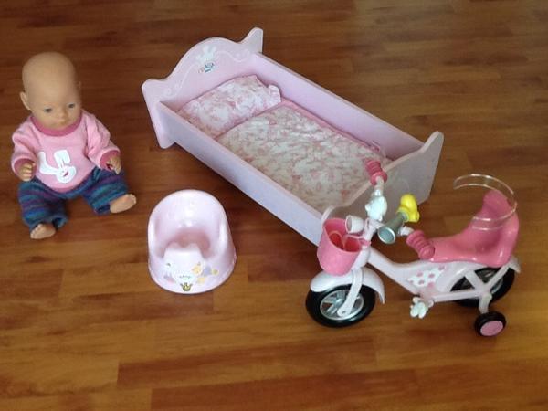 pin das baby in ein gr eres bett umzieht kann sich das. Black Bedroom Furniture Sets. Home Design Ideas