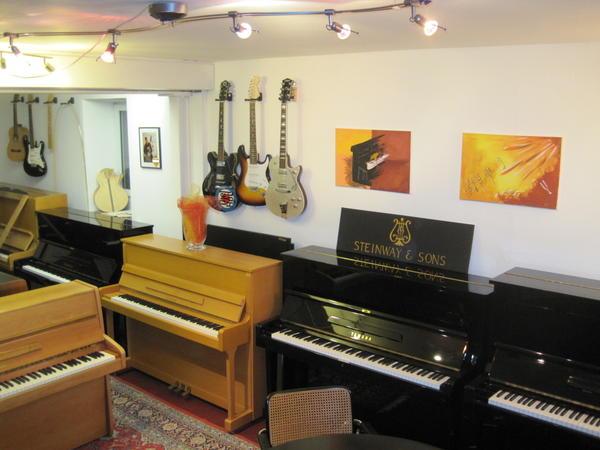 g nstige gebrauchte klaviere und fl gel ab 800 eur in denkendorf tasteninstrumente kaufen und. Black Bedroom Furniture Sets. Home Design Ideas