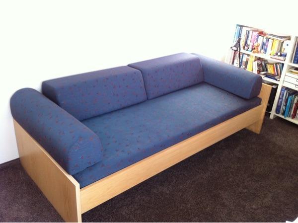 jugendbett inkl polster matratze und lattenrost g nstig abzugeben liegegl che 90x220 cm. Black Bedroom Furniture Sets. Home Design Ideas