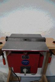 Kanten- und Konturenfräsmaschine