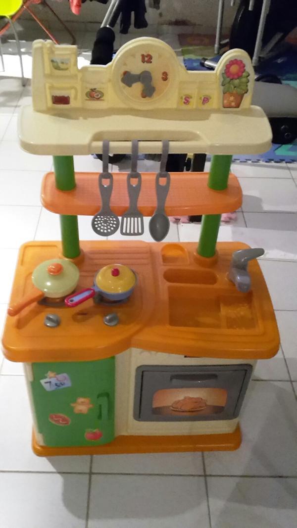 KinderkUche Holz Von Beiden Seiten Bespielbar ~ Hallo biete hier eine schöne Kinderküche an Sie ist in sehr gutem