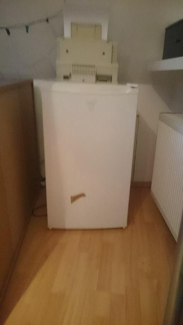 kleiner k hlschrank in hattersheim k hl und gefrierschr nke kaufen und verkaufen ber private. Black Bedroom Furniture Sets. Home Design Ideas