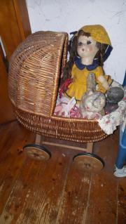 Kleiner Puppenkorbwagen zu