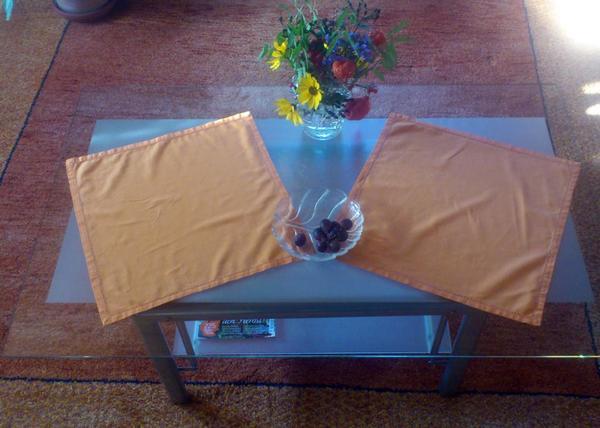 kleiner wohnzimmertisch aus glas metall in. Black Bedroom Furniture Sets. Home Design Ideas