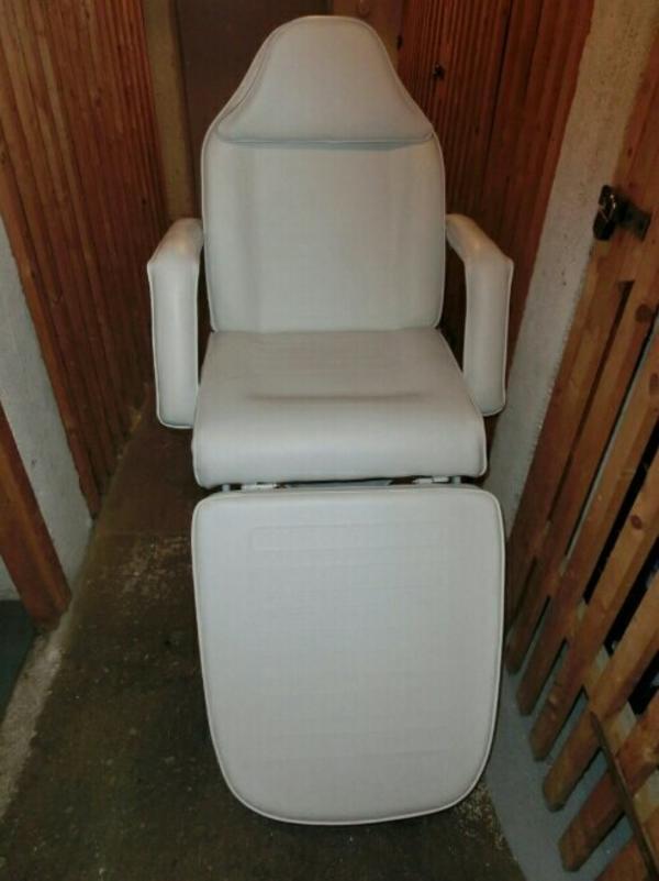kosmetik behandlungs therapie massageliege stuhl wei in m nchen kosmetik und. Black Bedroom Furniture Sets. Home Design Ideas
