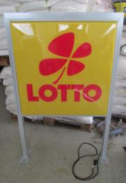 Lotto Werbeschild beleuchtet,