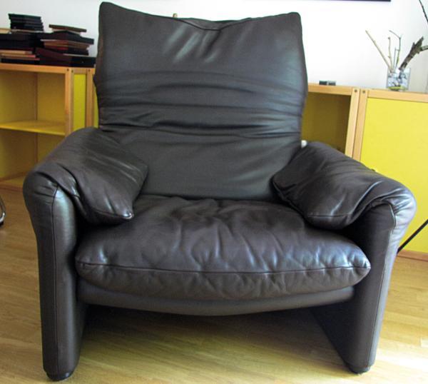 maralunga ledersessel cassina designed by vico magistretti dunkelbraun mit ottoman top. Black Bedroom Furniture Sets. Home Design Ideas