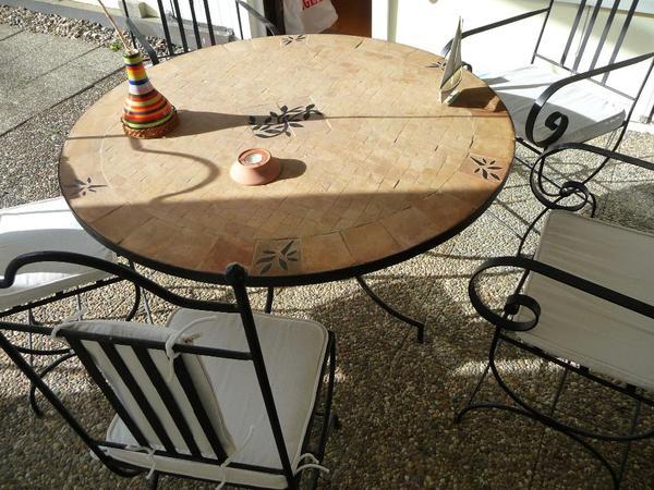 marokkanischer mosaiktisch mit st hlen in reichenbach. Black Bedroom Furniture Sets. Home Design Ideas