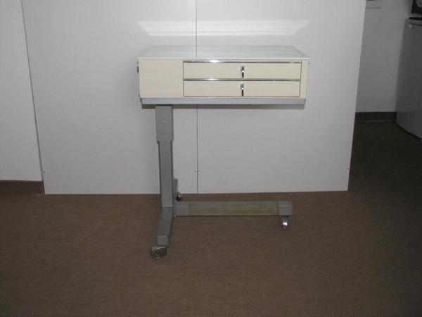 medizinischer beistelltisch rolltisch von emda in. Black Bedroom Furniture Sets. Home Design Ideas