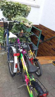 mehrere Kinder Fahrräder