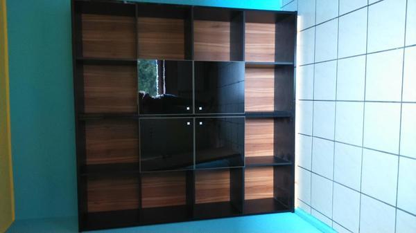 Moderne schrankwand in schwarz hochglanz in mannheim for Moderne schrankwand hochglanz