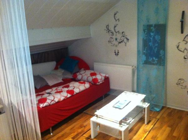 m blierte wohnung hell und modern eingerichtet zu. Black Bedroom Furniture Sets. Home Design Ideas