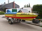 Motorboot mit Powertrim