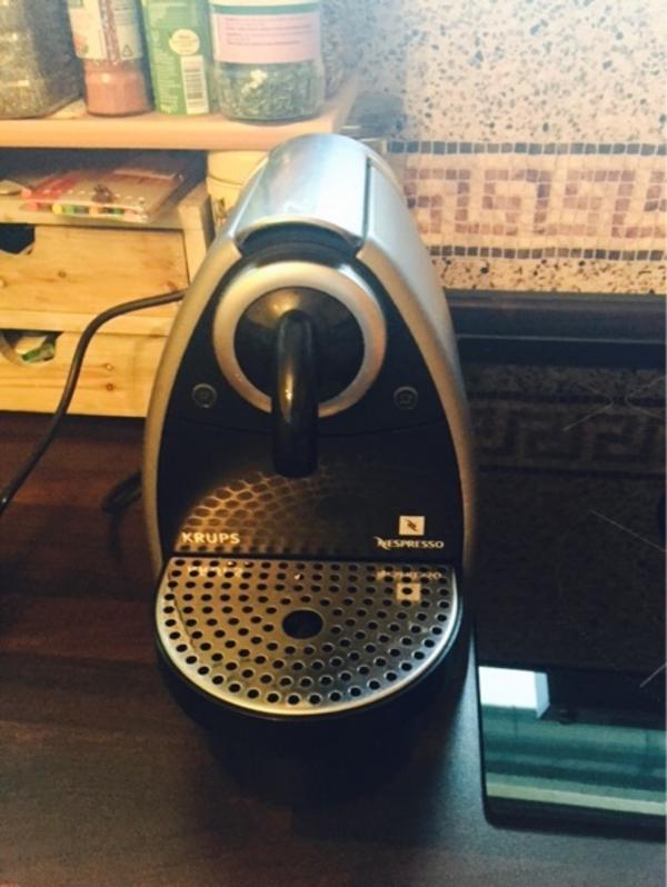 nespresso krupps kaffeemaschine defekt in d sseldorf kaffee espressomaschinen kaufen und. Black Bedroom Furniture Sets. Home Design Ideas