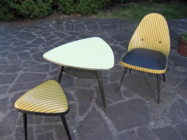 nierentisch mit stuhl und hocker in gr felfing. Black Bedroom Furniture Sets. Home Design Ideas