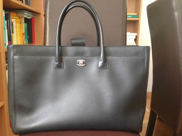 original chanel cerfexecutive tote tasche in freiburg. Black Bedroom Furniture Sets. Home Design Ideas