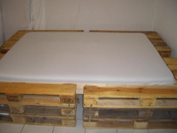 paletten bett designer einzelanfertigung f r. Black Bedroom Furniture Sets. Home Design Ideas