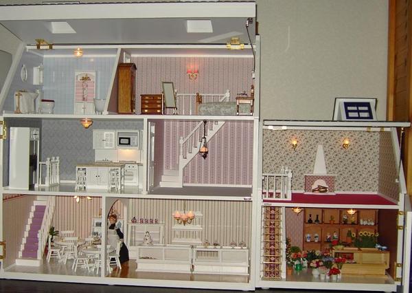 ein vor kurze zeit gebauten puppenhaus mit umfangreichen zubeh r m bel figuren und so weiter. Black Bedroom Furniture Sets. Home Design Ideas